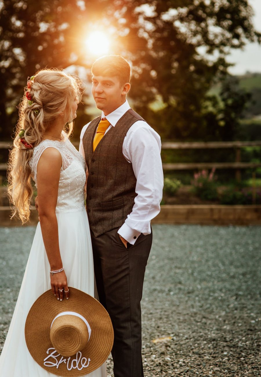 wEDDING PHOTOGRAPHY WITH BRIDE HAT